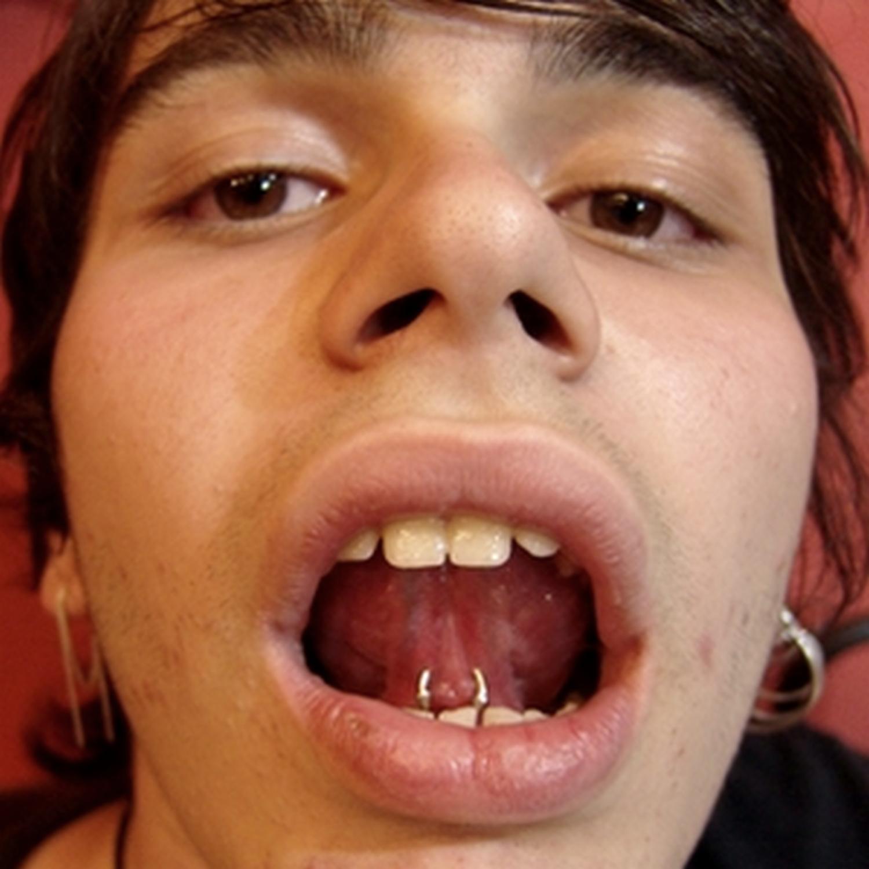 siyah,dil,piercing