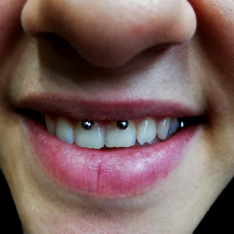 siyah,titanyum,dudak,piercing