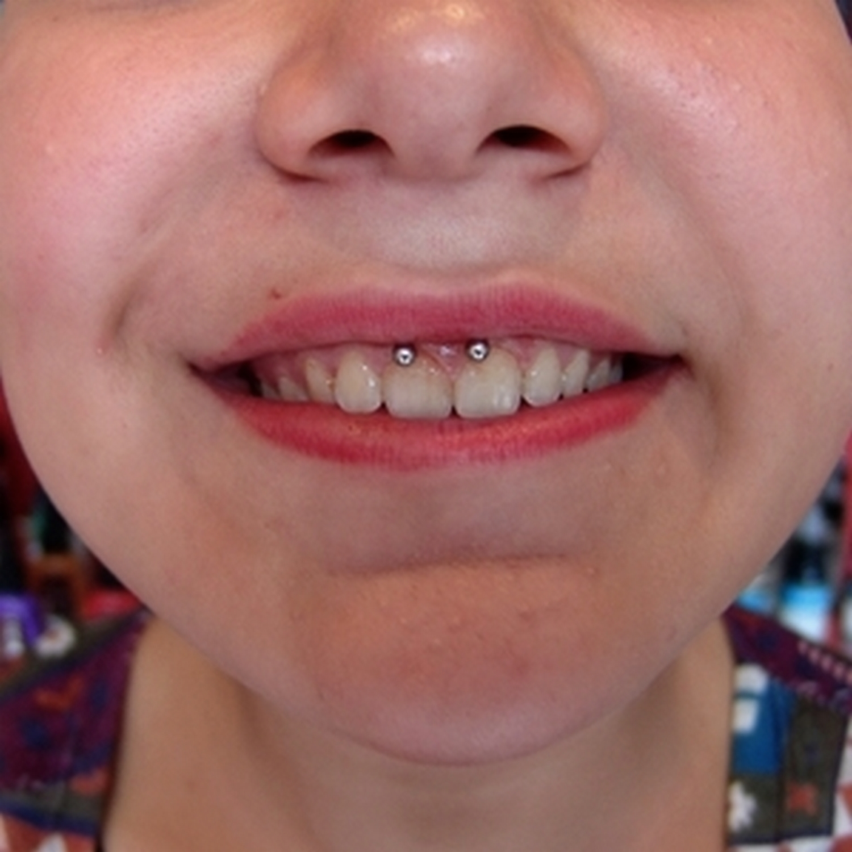 spiral,dudak,lip,piercing,besiktas