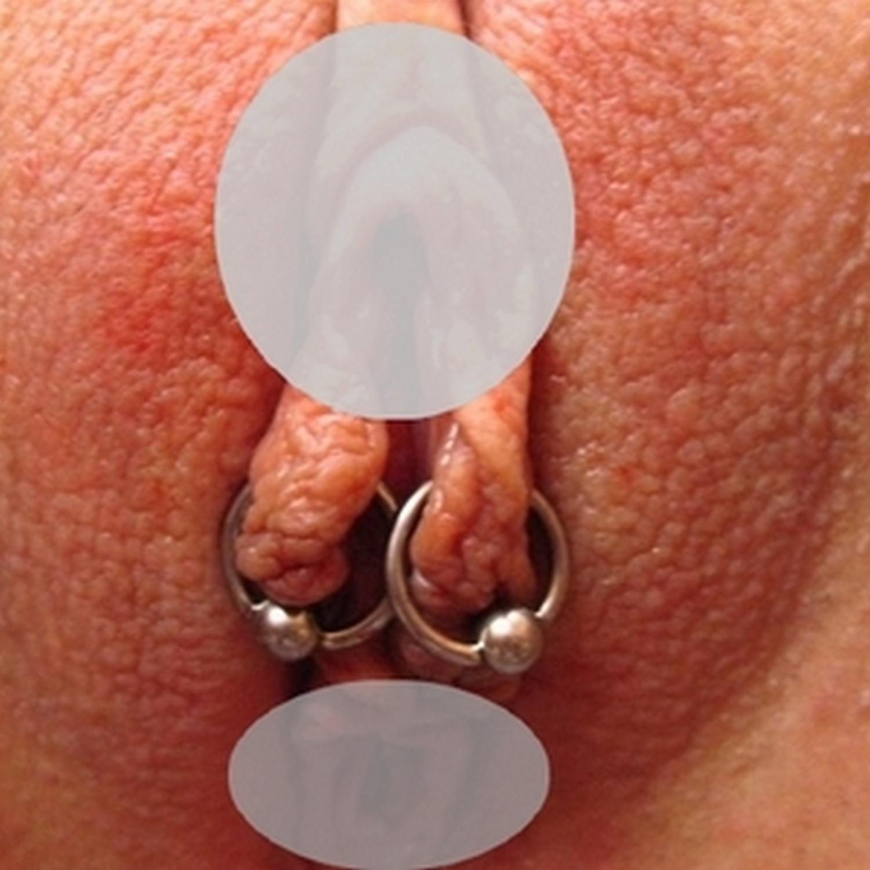 labia,klitoris,piercing