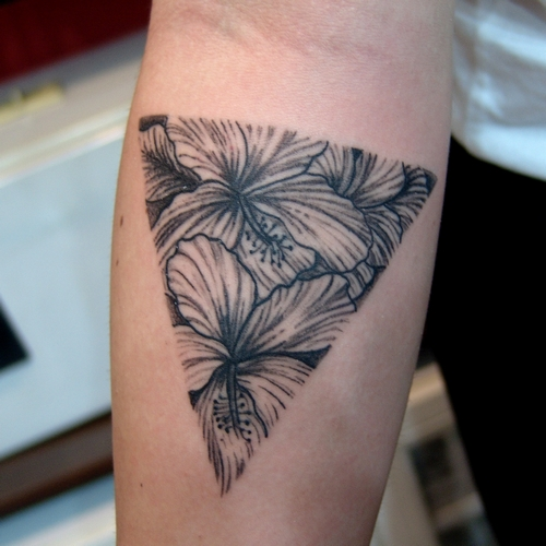 triangle,flower,tattoo