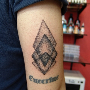 dotwork,triangle,tattoo