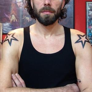 omuz,yıldız,dövmeleri
