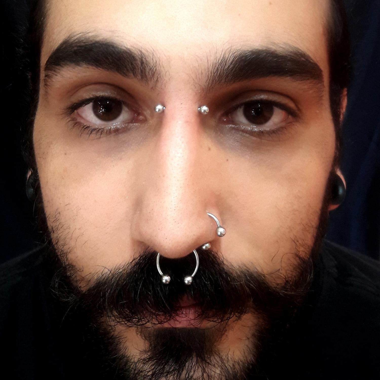 bridge,nostril,septum,piercing