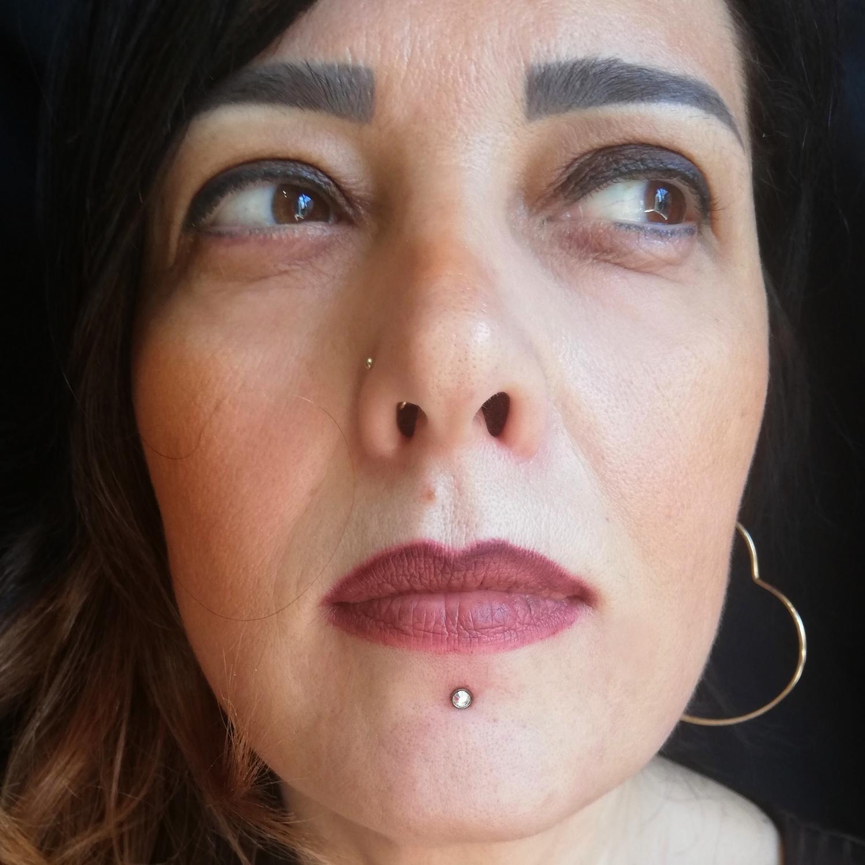 dudak,lip,dermal,piercing