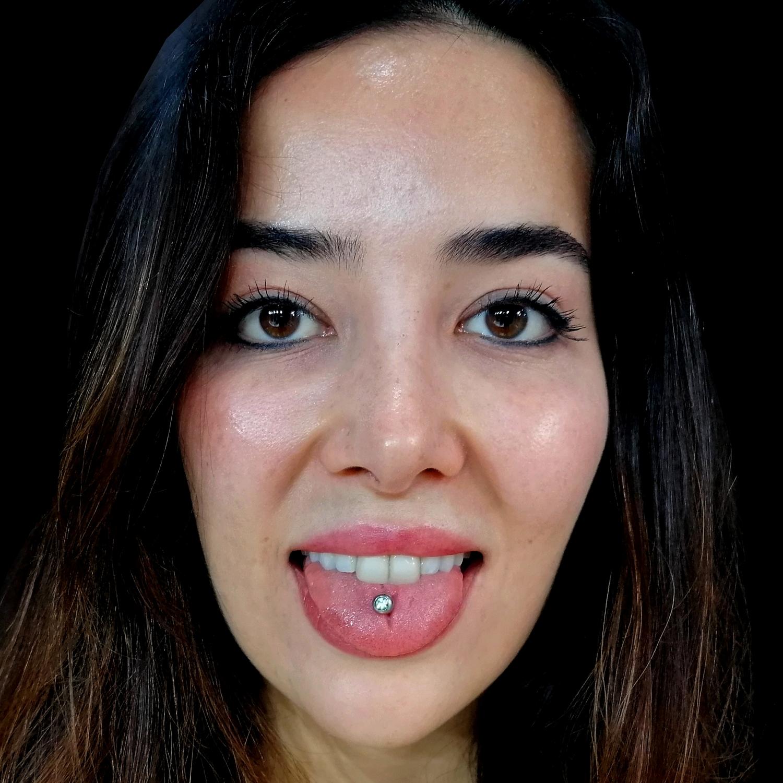 siyah,titanyum,dil,piercingleri