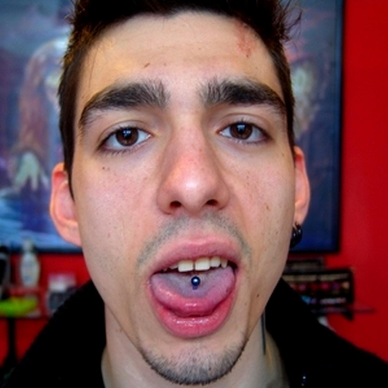 mavi,titanyum,erkek,dil,piercingi