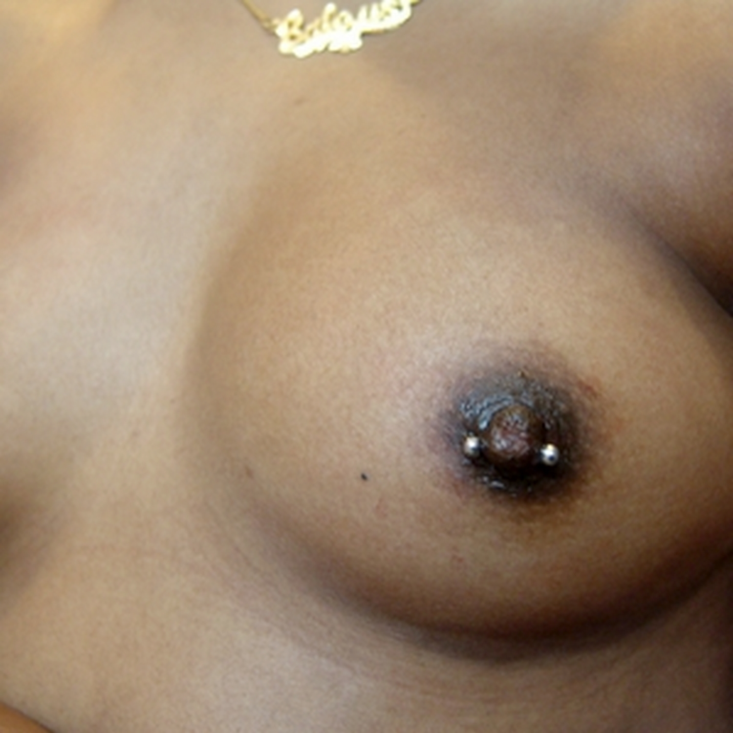 nipple,horizontal,piercing