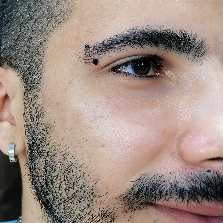 beşiktaş,cone,eyebrow,piercing