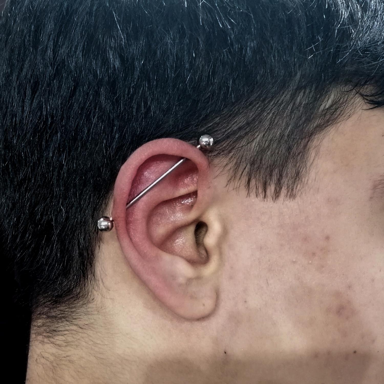 erkek,industrial,piercing