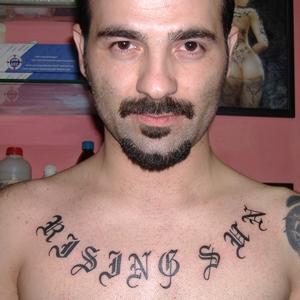 yazı,dövmeleri,göğüs